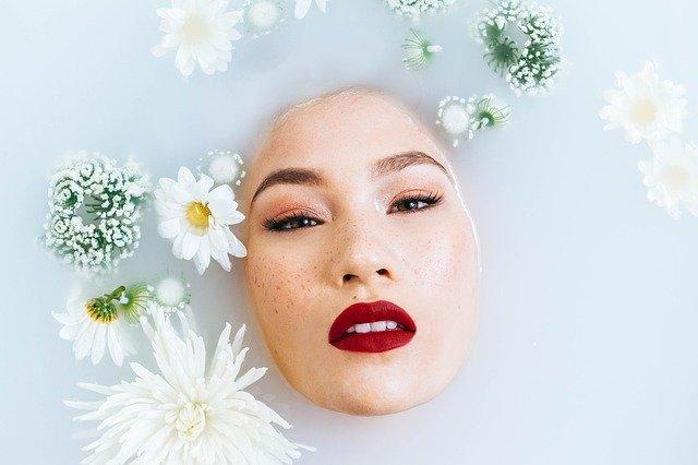 Crème bronzante pour le visage: bien la choisir et l'appliquer